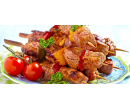 Vepřové špízy, tatarák, přílohy a salát pro 4 | Slevomat