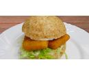 Velký smažák v sezamové housce se salátem  | Slevomat