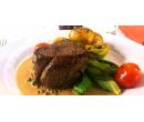 Hovězí pfeffer steak s přílohou a dezertem pro 2  | Slevomat