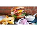 Hovězí burger s vejcem a hranolky | Slevomat