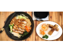 Jarní závitky a křupavé kuřecí maso s rýž.nudlemi | Hyperslevy