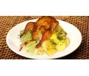 Kuřátko s hříbkovou nádivkou, brambory a salátem | Slevomat
