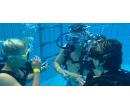 Zkušební ponor s přístrojem v potápěčské jámě | Slevomat