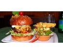 Naditý domácí burger s hranolky a nealkem | Slevomat