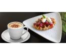 Vafle s horkým ovocem a šálek kávy | Slevomat