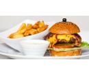 Nabušený burger s hranolky a tatarkou | Slevomat