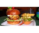 Naditý domácí burger s hranolky pro dva | Slevomat