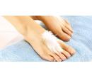 Mokrá pedikúra vč. masáže nohou a lakování   Slevomat
