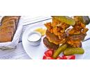 Kuřecí řízky prokládané bramboráčky a sýrový dip | Slevomat