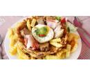 Polévka a vepřová panenka s vejcem šunkou  | Slevomat