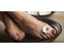 Mokrá pedikúra, lakování nebo třeba masáž | Slevomat