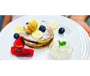 Lívance se šlehačkou, ovocem a náplní a káva | Slevomat