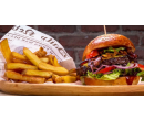 Burgerové menu s hranolky, nachos a pivem | Slevomat