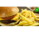 Šťavnatý hovězí hamburger s hranolkami  | Radiomat