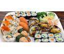 34 ks sushi s lososem i avokádem | Slevomat