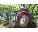 Jízda na čtyřkolce ATV na specializované trati | Adrop