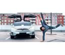 Řidičem nebo spolujezdcem v elektromobilu Tesla X  | Slevomat