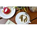 Selfie coffee a krásný zákusek | Slevomat