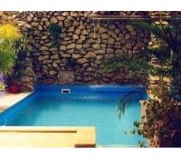 Privátní relaxace v krytém bazénu s vodopádem | Eslev.cz