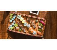 Set s 18 kousky sushi | Slevomat